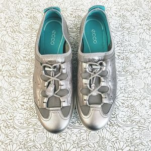 Ecco Metallic Silver Leather Lace Up Sneakers